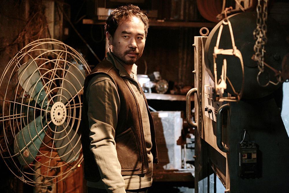 عکس های کانگ شین ایل در نقش پدر خانواده کیمچی