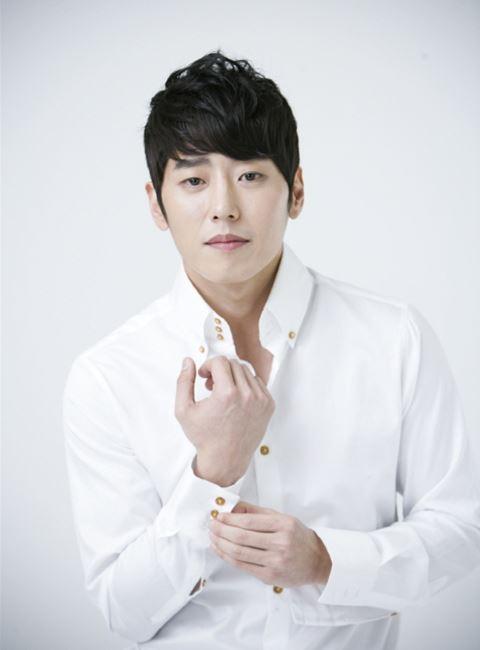 عکس های کیم یانگ هون در نقش هی جون در سریال خانواده کیمچی