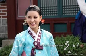 تصاویری از بازیگران سریال کره ای دونگ یی